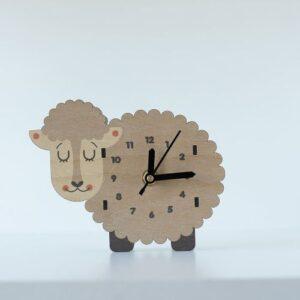 catalina-woodaloo-escritorio reloj ovejita