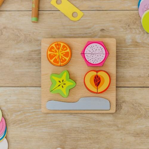 tabla con frutas para cortar de juguete