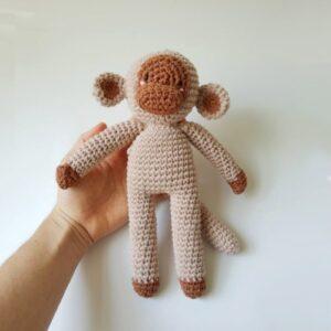 Monito tejido-juguete-para-bebes