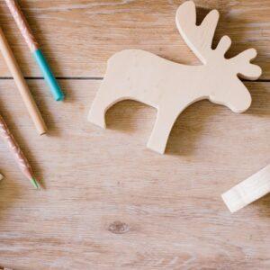 reno de madera juguete